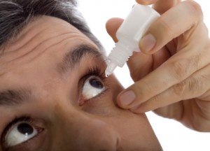 Putting in artificial tears right before putting in contacts feels good and is a great way to ward off dry eye problems.