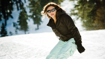 5 Great Reasons To Wear Sunglasses In The Winter