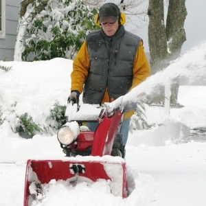 5 Important Snow Blower Safety Tips